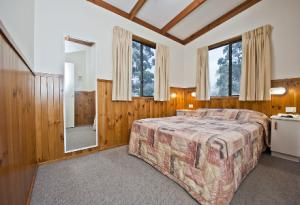Master Bedroom in the Waterfront Deluxe Cabin Accommodation Joalah Holiday Park